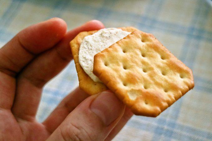 ヤマザキビスケット ルヴァンチーズサンド 香ばしパルメザンチーズ