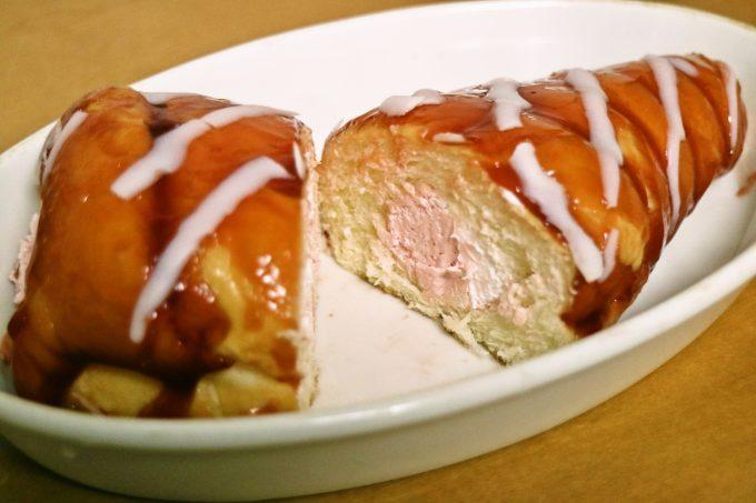 ファミマ「いちごクリームコロネ」