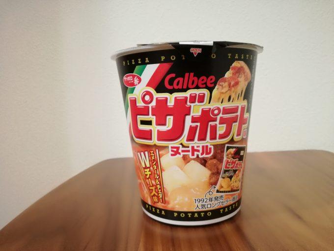 ポテチがカップ麺に!?サッポロ一番「カルビー ピザポテト味ヌードル」