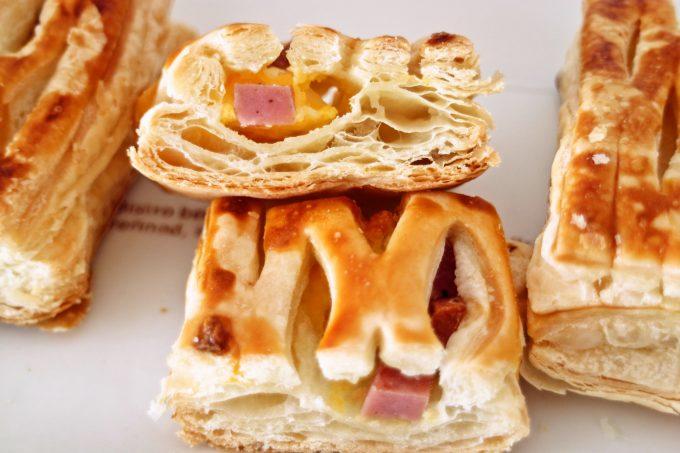 食事にピッタリ☆サクサクパイ生地にたまごとハム「たまご&黒胡椒ハムパイ 3個入」がローソンから!
