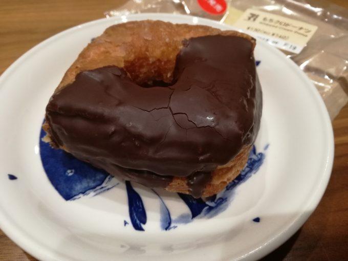 クロワッサン生地が美味♪セブンイレブン「もちクロドーナツ」